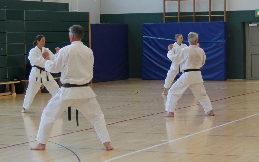 Karate Training und Prüfungen in der DBS-Halle